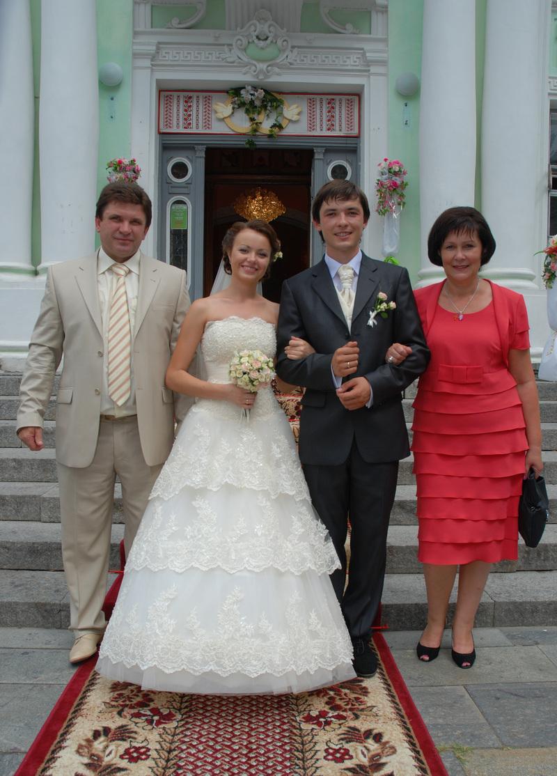 Шикарные свадебные платья 2012 года