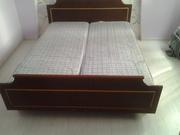 Двухспальная кровать с матрацами