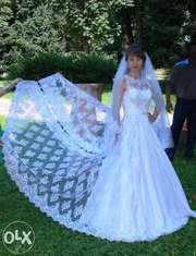 ВНИМАНИЕ!Продается шикарное свадебное платье со съемным шлейфом