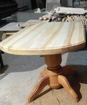 Стол из ясеня на балясине+4 табурки тоже на балясинах.